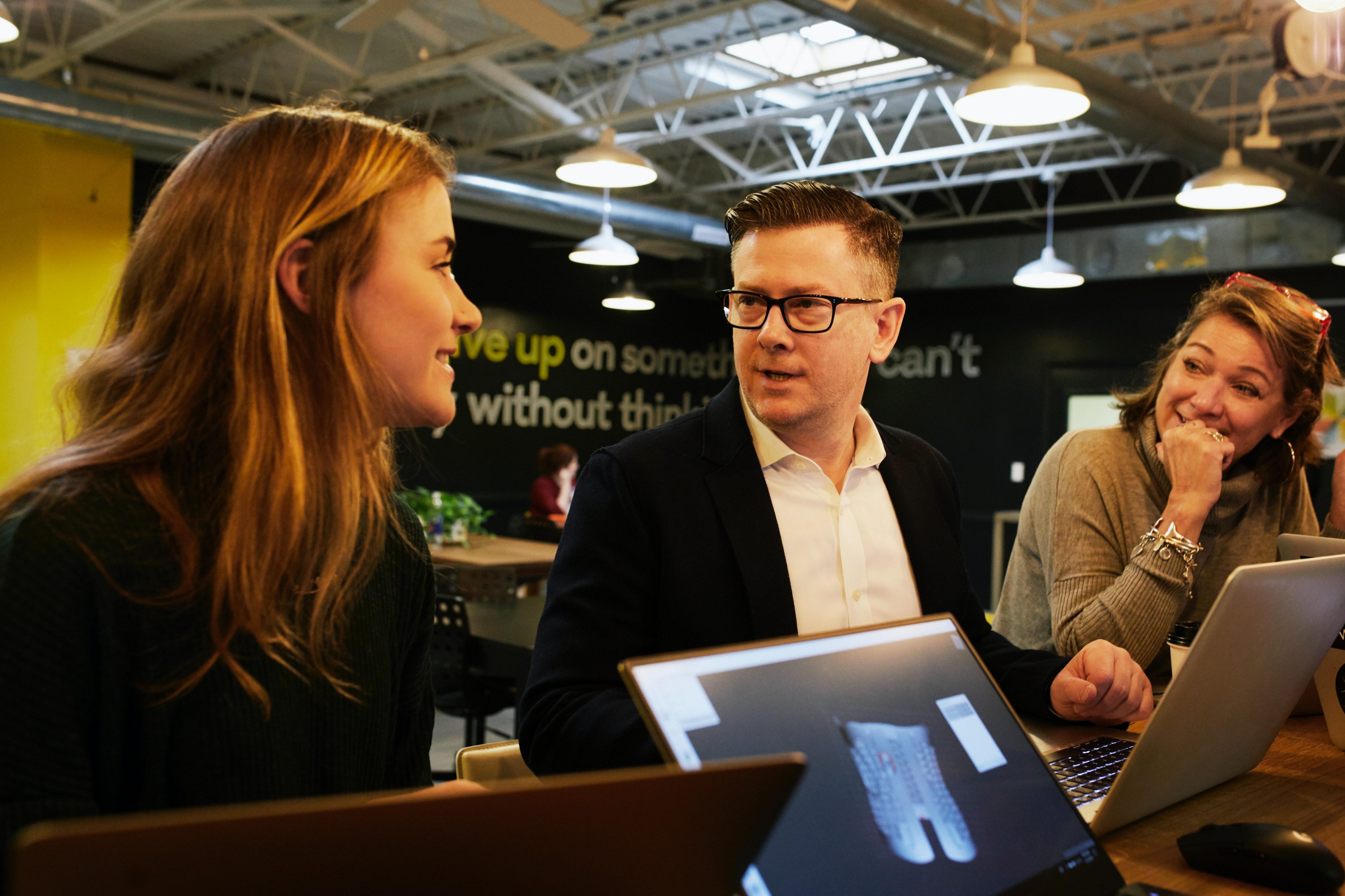 Kiitos työelämässä - Photo by LinkedIn Sales Navigator on Unsplash
